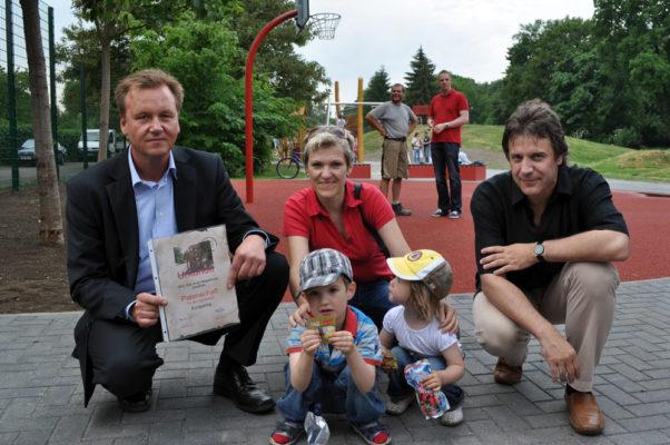 Burkhard Lischka (MdB), Angela Darmisch-Schwarz (SPD Stadtfeld) und Holger Schmidt (Vorsitzender SPD Stadtfeld)