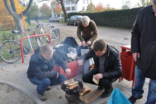 Arbeitseinsatz auf dem Spielplatz am Europaring, für den der SPD-Ortsverein Stadtfeld die Patenschaft übernommen hat (05.11.2011)